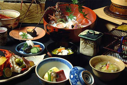 japanese table manners Correct manners are very important among the japanese also as a foreigner in japan you should be familiar with at least the most basic rules.