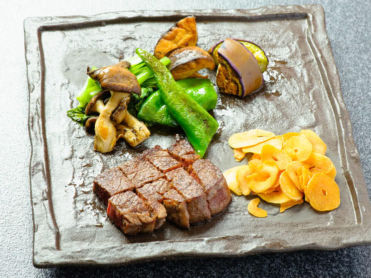 Osaka Teppanyaki Guide: 5 Fine Grilling Establishments