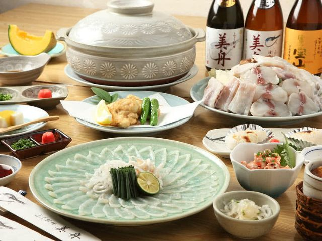 Eating Fugu: The Deadly (and Delicious) Japanese Pufferfish   SAVOR JAPAN -Japanese Restaurant Guide-