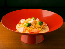 Dining & Bar KITSUNE_Prawn and broccoli in sea urchin cream pasta - Served in a Japanese-style dish