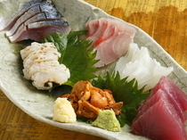 "Akasaka Marushige_Outstanding freshness! ""Sashimi (raw fish) Variety Plate"" *Note: Image shows a serving for two."