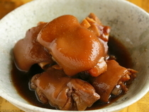 "Akasaka Marushige_With shochu, soy sauce, and black sugar from Amami, ""Pork's Foot Kokuto-ni"" is stewed for three hours."