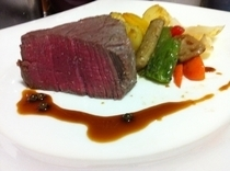 Wine no Ie Budotei_Japanese Beef (Matsuzaka Beef) Chateaubriand Rock Salt Fry (For 2 or more)