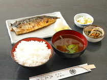 "Ginza Tachibana_The superb flavors of the grilling and salt are the secret to the delicious taste of this dish, ""grilled salted mackerel"""