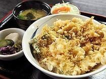 Fujinomiya Wa no Shokusai Tendo_Kakiagedon (rice bowl dish with fried shrimp and vegetables)