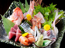 Meshimon Sakemon Santabelle_The Grand Sashimi (raw fish) Assorted Platter spares no pains in delivering fresh fish