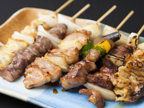 Honke Fujiyoshi_Assorted yakitori (grilled chicken) that includes famous chicken brands delicacies