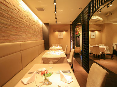 French Restaurant saint-emilion_Inside view