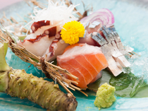 "Jimotoai Izakaya Tebasu Naraten_Enjoy plenty of seasonal seafood with our ""Seasonal fresh fish assortment"""