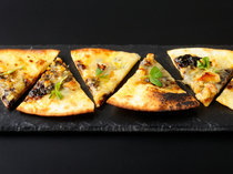 "OISHI KOMACHI SHINSEN_Our ""Norinotsukudani (soy-stewed seaweed) and Gorgonzola Pizza"" goes great with either sake (Japanese alcohol) or wine"