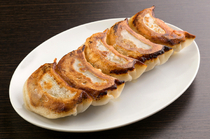 Chinese Grill Zuien Bekkan Kyobashi Branch_[Yakigyoza (5 pieces)] Enjoy its juice spreading in your mouth immediately.