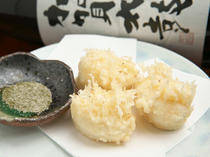 Fugu, Suppon Kappo Shomei_[Tempura of Pufferfish Soft Roe] with a sophisticated taste and crispy, fluffy texture.