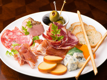 Apero Gilda_[Assorted Cheese and Cured Ham] Goes perfectly with wine!