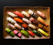 Japanese Cuisine Naniwa_[Selectable Sushi Lunch] . Enjoy the colorful and beautiful dish with fresh seafood and vegetables.