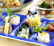 Japanese Cuisine Naniwa_[Otsukuri Gozen (set meal with sashimi)] Enjoy the skillful techniques of the chef with your eyes and tongue.
