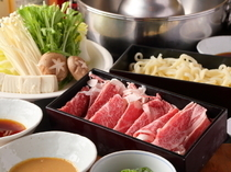 Niitaka_ [Specially-Selected Japanese Black Beef syabu-syabu Set] to fully enjoy high-grade Japanese beef with a savory taste and melting texture.