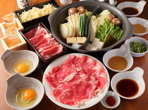 "Niitaka_[Two-Colored Pot for Greedy People ""Matsu-highest grade"") Shabu-Shabu & Sukiyaki] A new menu to enjoy both shabu-shabu (sliced meat parboiled with vegetables) and sukiyaki (hot pot stew)."