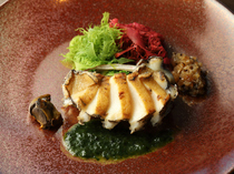 Teppanyaki Sakura_[Grilled Live Abalone, with the Aroma of Ocean] Fully enjoy every part of the abalone.